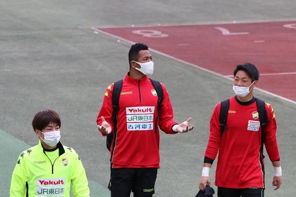 相澤ピーターコアミ選手は、別の理由で上を向いているようです。というのも……。