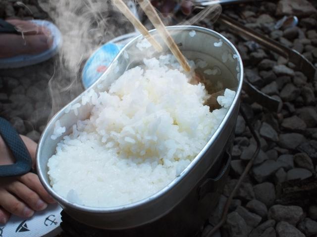 キャンプでご飯を炊くコツと失敗した時の対処法