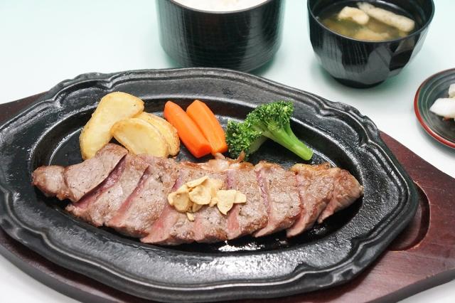 房総カントリークラブ 大上ゴルフ場(千葉県)で人気の「牛ロース鉄板焼き」