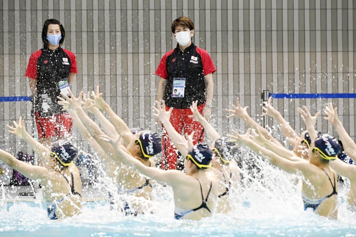 厳しくも優しい井村コーチ(中央)のもと、マーメイドジャパンは日夜練習に励んでいる