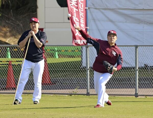 GM兼任で、8年ぶりに現場復帰を果たした石井監督。同じく8年ぶりの古巣復帰となった田中将大とともに、楽天躍進の鍵を握る重要人物だ