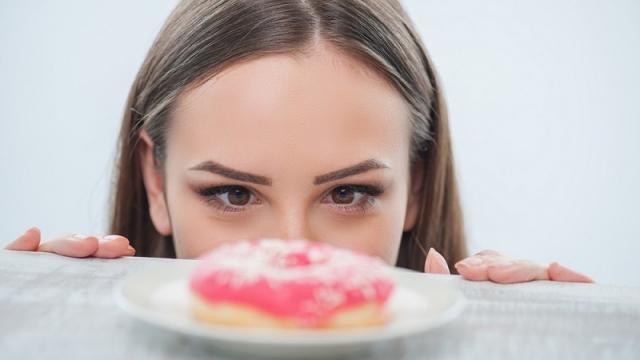 甘いものが止まらない!もしかしたらあなたも砂糖依存症かも!?