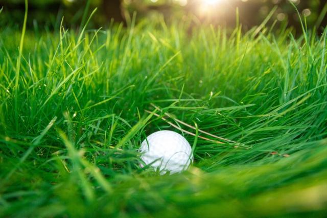 難局!グリーン周りでラフにボールが沈んでるときの対処法!