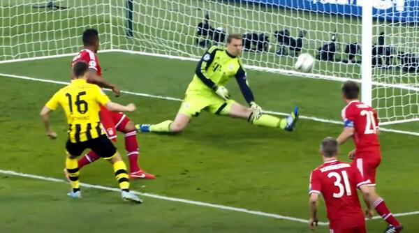 世界最高のGKノイアーの魅力が詰まったこの動画には、ドルトムントを下して頂点に立った、12-13シーズン決勝でのスーパーセーブも収録されている
