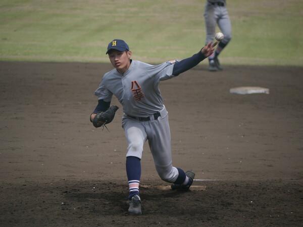 190センチを超える長身左腕で、スリークォーターから快速球を投げ込む羽田は、MLB通算303勝の殿堂入り投手、ランディ・ジョンソンを思わせる