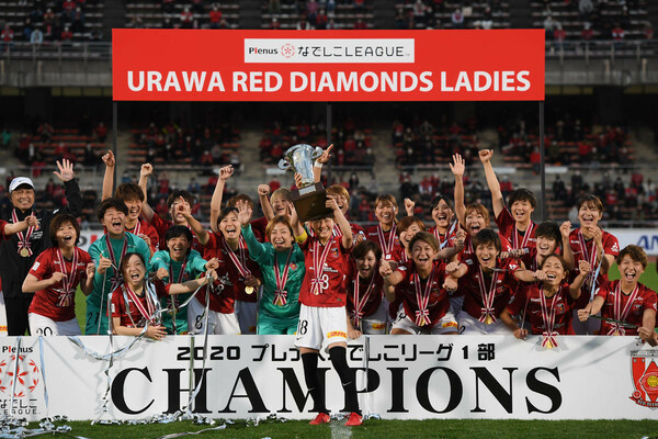 昨年のなでしこリーグを制した浦和は代表選手たちが軒並み残留し、戦力の維持に成功。初代WEリーグ女王の最右翼だ