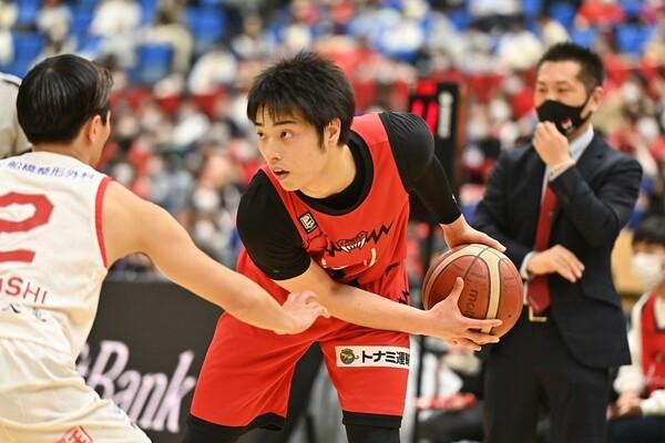 史上最年少月間MVPとなった岡田侑大。3月は60%近い確率で3ポイントを決めた