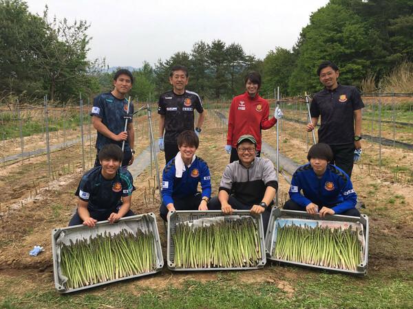 福島はクラブ内に農業部を創設。地元農家と一緒に「福島県産品PR・販路拡大事業」に取り組んだ