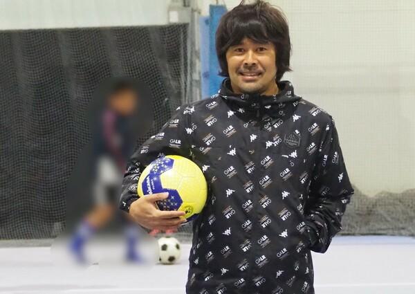 現役時代に最も長い時間を過ごした仙台で、サッカースクールとジュニアユースチームを経営する財前宣之