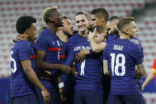 強豪国の中でも優勝候補と目されるフランス。フォーメーションは「4−2−3−1」を採用