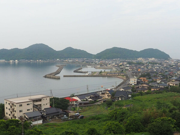 山口県光市の港町、室積の風景。久保竜彦「九州の宮崎や大分、石川の金沢や能登とかも考えたんですどね。ここにしたのは、たまたま…」
