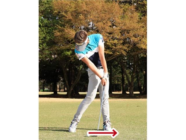 出球を低く抑えるつもりで、インパクト後にヘッドを低く出すのがコツ。