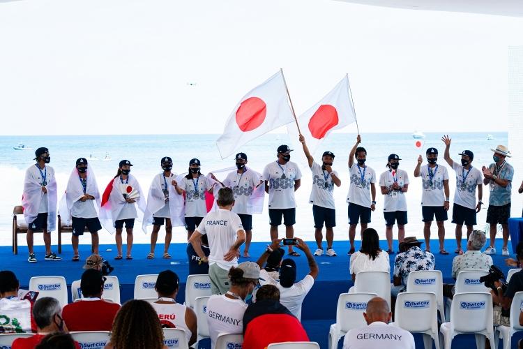 団体銀メダルを獲得した日本代表