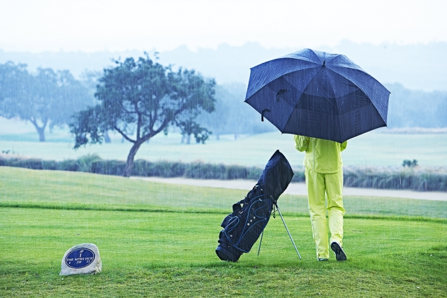 雨の日のゴルフ(GettyImages)
