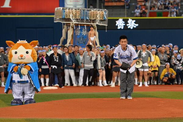 柳沢慎吾さんの「日本一長い始球式」はベイスターズの名物となった
