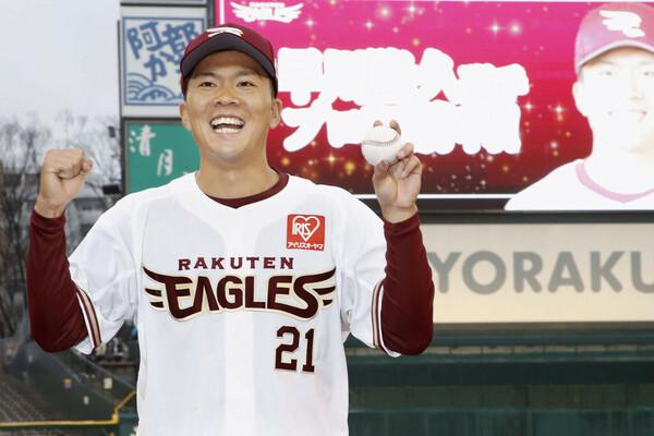 昨年のドラフトで4球団から1位指名を受けた早川は、前評判通りの実力を見せ、パ・リーグの新人王レースをけん引している。