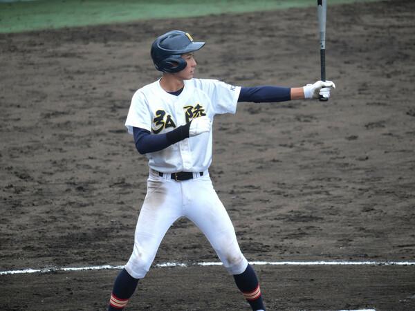 充実した投手陣を誇る神戸弘陵だが、攻撃も高水準。リードオフマンの中田(写真)は春の県大会で打率4割5分超えと存在感を示した