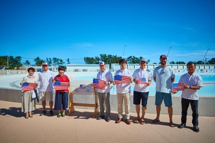 式典には牧之原市の杉本市長や、日本サーフィン連盟の酒井氏なども参加