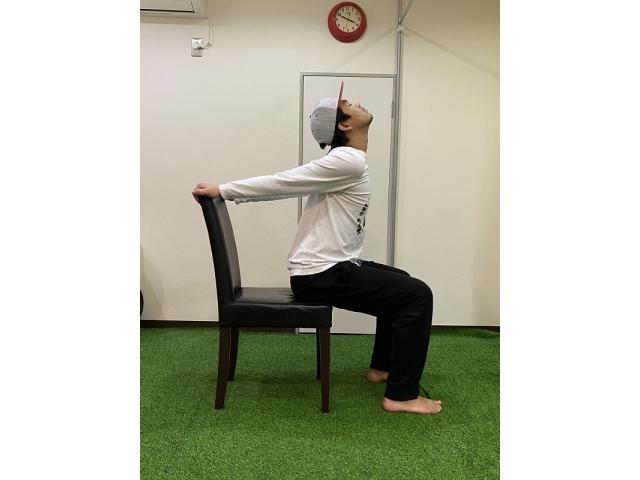 コロナに負けるな!「自宅でできる椅子を使ったトレーニング」〜首・腕・胸〜