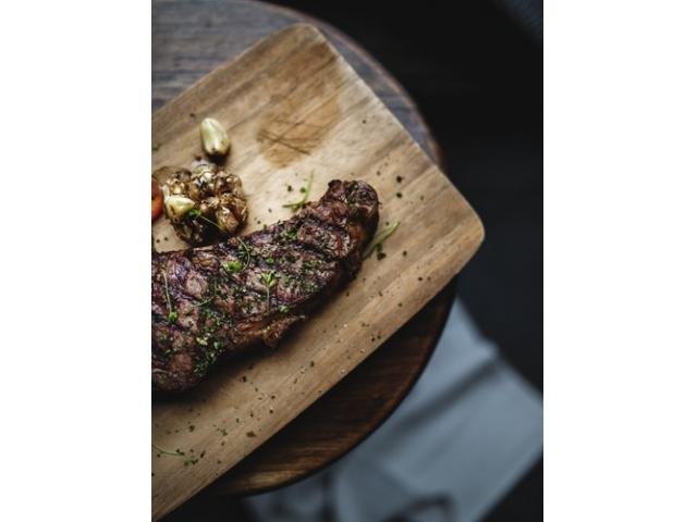 ダイエット中こそ肉食?!赤身肉を食べて肥満を防止しましょう。