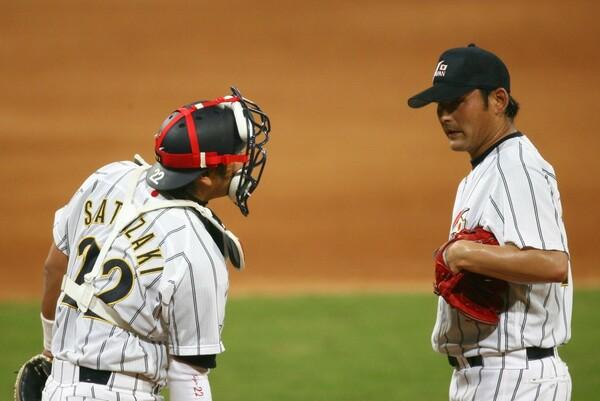 北京五輪では「(川上)憲伸さんとバッテリーを組めたのが一番嬉しかった」と里崎。同じ徳島出身の2人が日の丸を背負って戦った