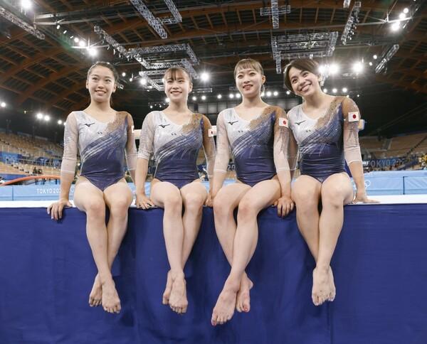 日本はメダルに迫る大接戦を繰り広げるも、57年ぶりの悲願達成には0.816点届かなかった。それでも選手たちは笑顔を見せた