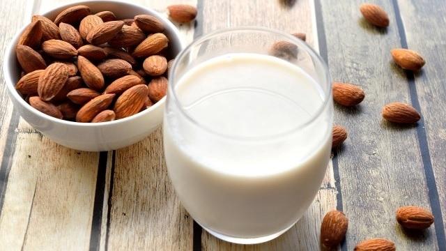 今話題の植物性ミルクとは?