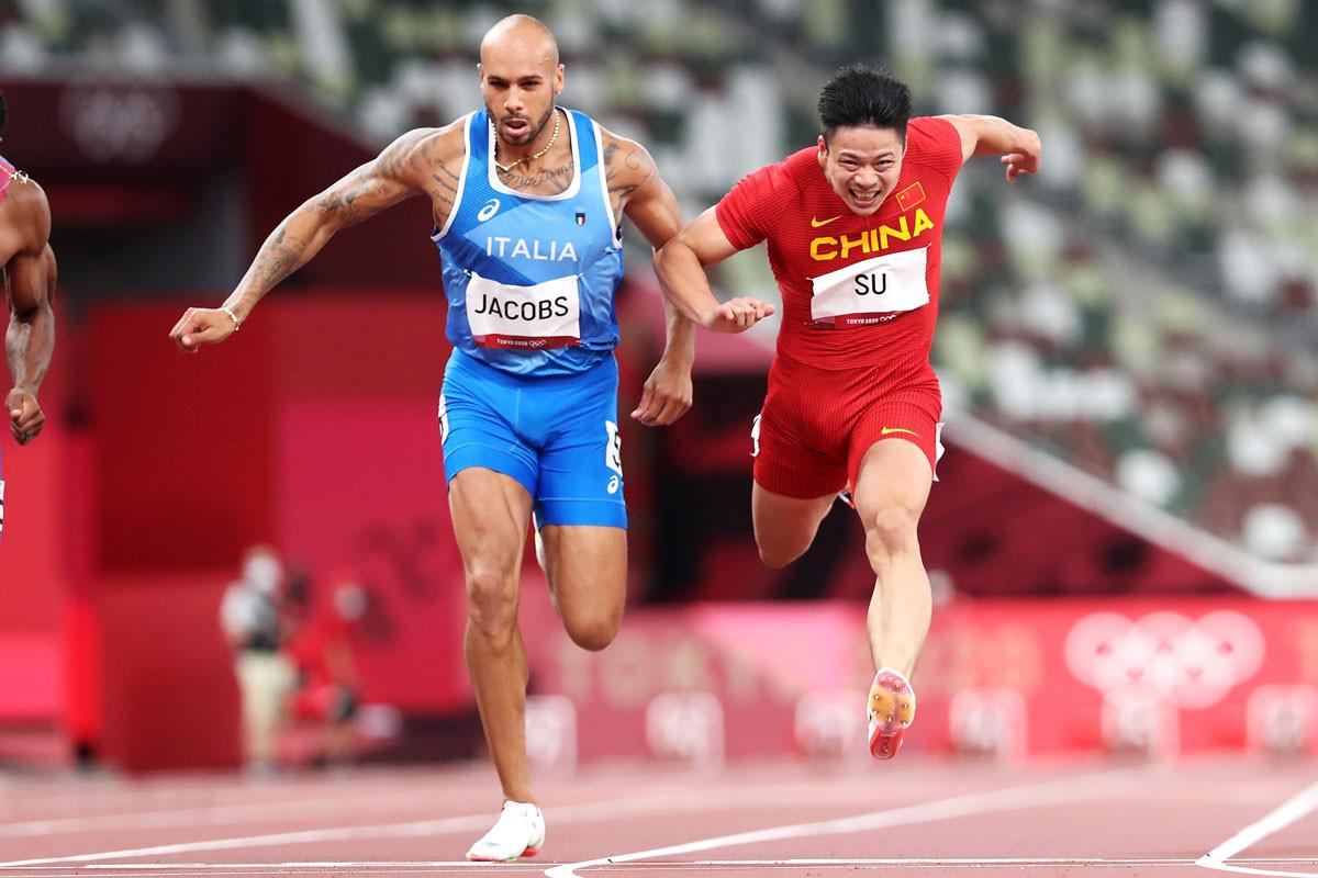 中国勢初の決勝進出を果たした蘇炳添(右)。173センチと小柄だが、馬力の強さとバランスのよい走りが武器だ