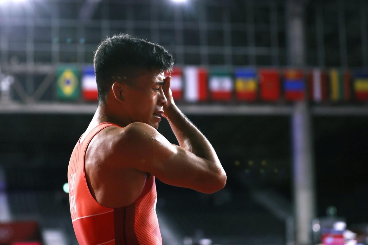 優勝を期待されつつも銀メダルに終わり、悔し涙に明け暮れる文田