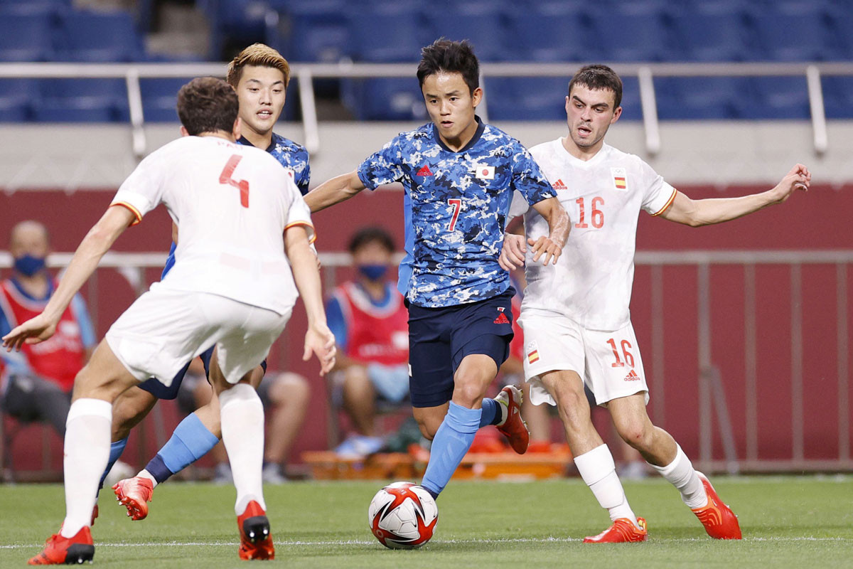 延長戦にもつれ込む激闘の末、スペインに敗れて決勝進出を逃したU-24日本代表。個の力で打開できる久保と堂安のどちらかを、ピッチに残しておく手もあったか