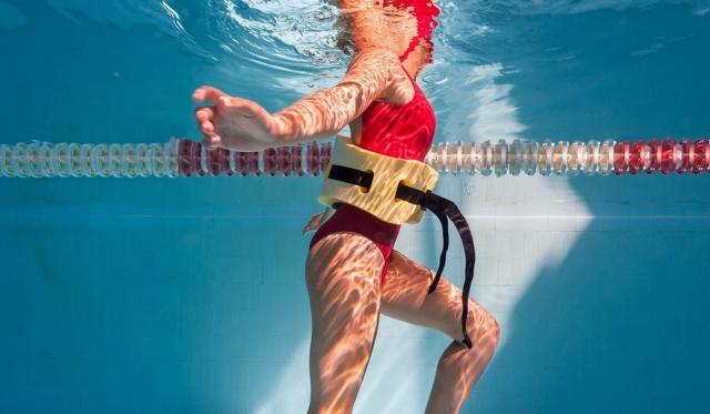 ジムのプールでのダイエットは女性におすすめ! そのワケと4つの効果