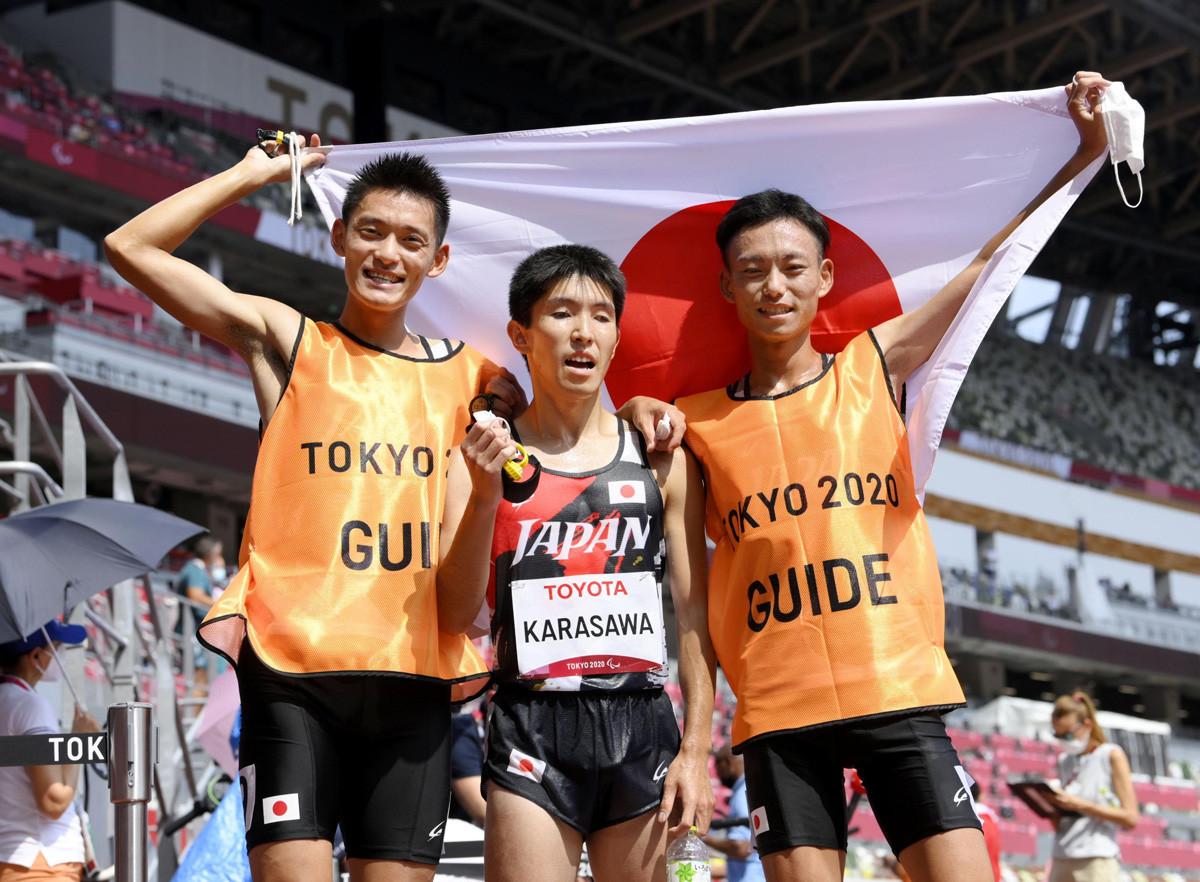 午前中から30度を超える過酷なレース環境ながら、唐沢(写真)が銀メダル、和田が銅メダルを獲得した。その横には伴走者という欠かせない存在があった