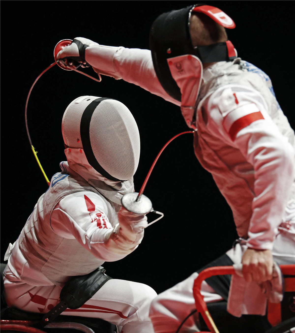 車いすフェンシング・サーブル個人(障害A)、フルーレ個人(障害A)、フルーレ団体の3種目に出場した加納(写真左)