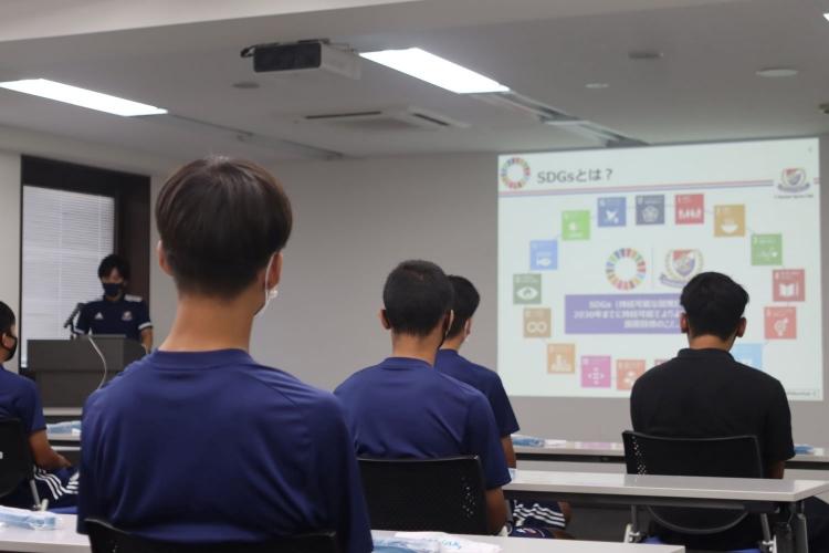 F・マリノスユースの選手たちは、「F・マリノスユース向け勉強会および清掃活動」の講義であらたな学びを得た