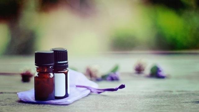 香りをかぐだけでもっと健康、キレイに。アロマのある生活