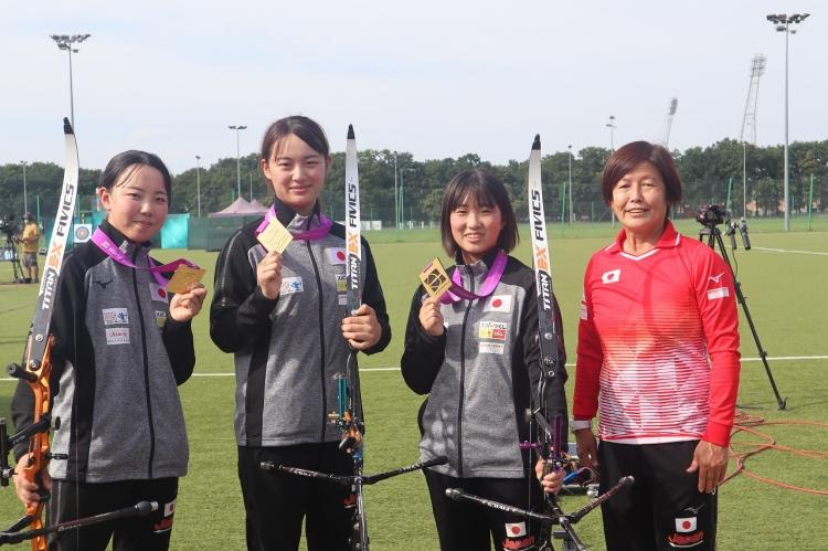金メダルを獲得した女子団体メンバー