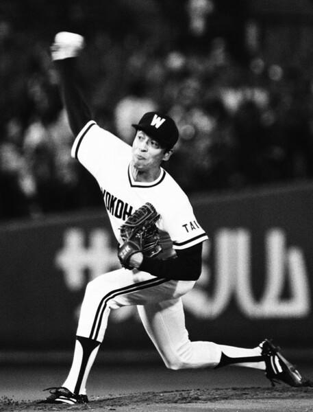 77年ドラフトで3位指名の遠藤は、当初社会人野球に進む予定だったが、スカウトの粘り強い説得で入団。弱小時代のホエールズをエースとして支えた