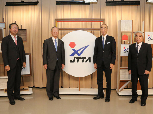 『JTTA PROJECT100』を発表した日本卓球協会。左から宮崎常務理事、藤重会長、星野専務理事、加藤常務理事